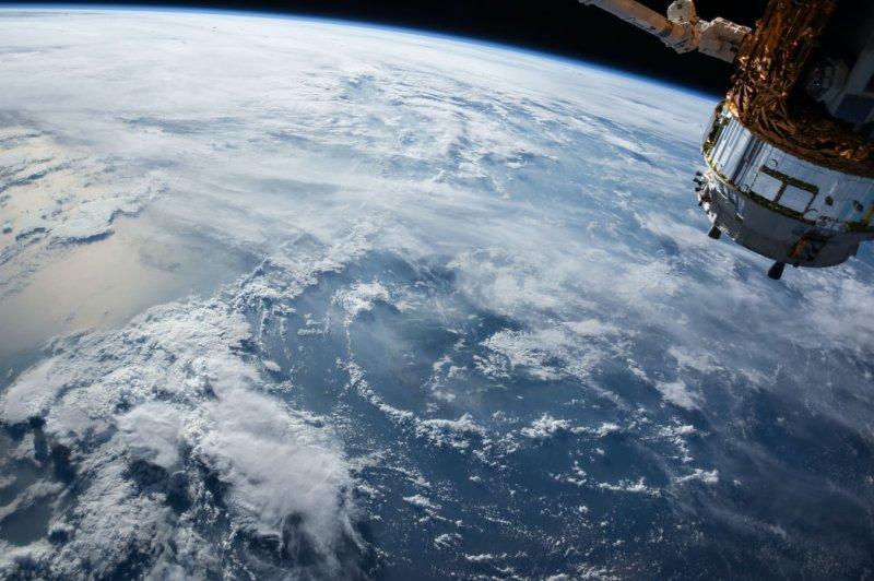 Российский военный спутник сошел с орбиты и сгорел в атмосфере - «Интернет и связь»