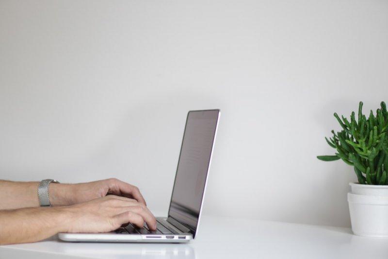 Заряжать или не заряжать? Как продлить жизнь батареи вашего ноутбука - «Интернет и связь»